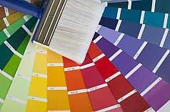 Farbpaletten und Pinsel