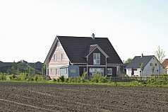rotes Holzhaus, Feld