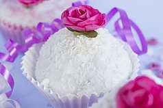 Cupcake mit kleiner Rose