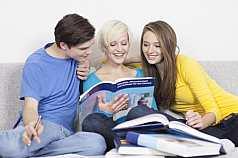 Freunde am Lernen