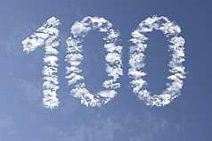 Jubiläumszahl 100 aus Wolken