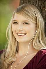 Portrait junge blonde Frau