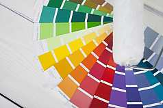 Farbpaletten mit Malerrolle