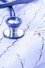 Stethoskop auf Herz EKG auswertungen