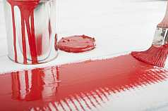 Rote Farbe und Pinsel