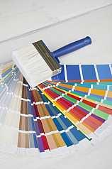 Malerpinsel mit Farbpaletten