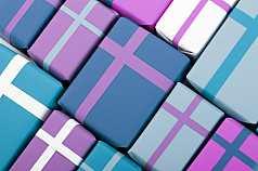 Closeup Geschenkpakete in harmonischen Farben Blau und Pink