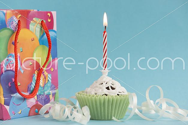 Cupcake mit Geburtstagskerze